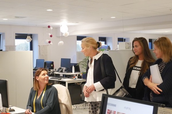 Minister Kaag visits Zeeman about agreement